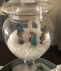 Sue Pitchforth Decor Therapy Plus Christmas centrepieces